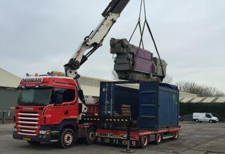 Machinetransport tijden een machine verhuizing en het vervoer